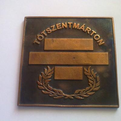 önkormányzati emlékplakett