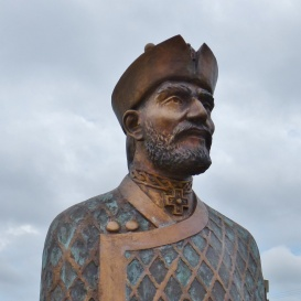 Baracs nemzetségfő szobra