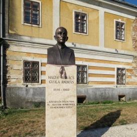 Hagyó Kovács Gyula András mellszobra Előszállás